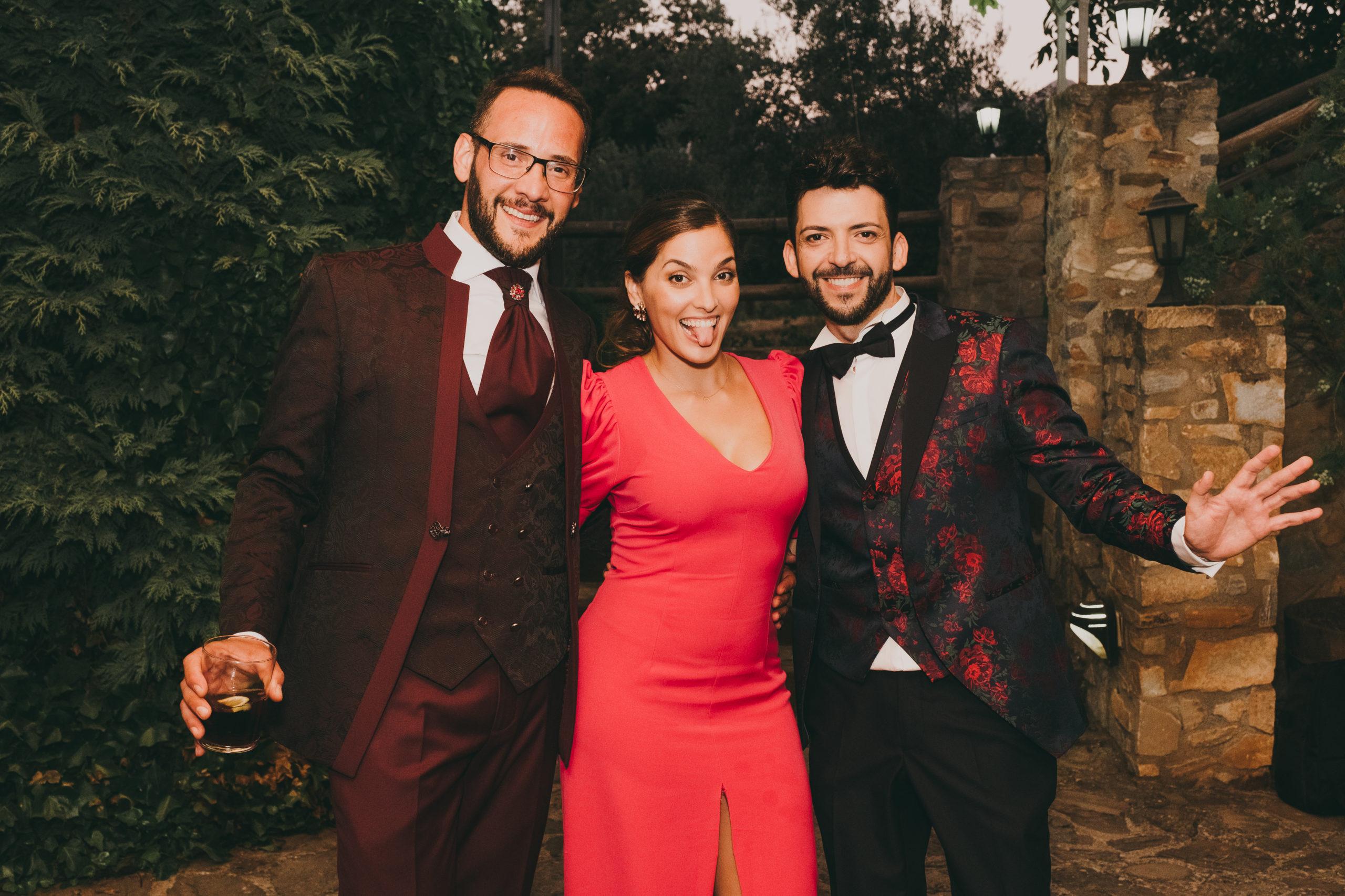 Divertida foto como broche final a una gran boda. Foto by Love Wanderers